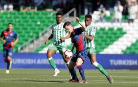 Crónica | Real Betis Balompié 2-SD Huesca  1: Joaquín deja como consuelo una victoria en el Villamarín