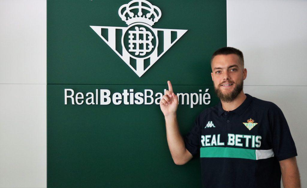 Entrevista Betis.mobi | Víctor Arévalo: «Yo estaría encantado de jugar hasta que me retirase aquí en el Betis»